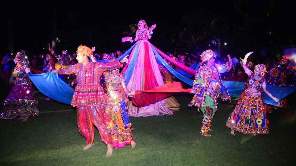People participate in dandiya and garba dance during the Navaratri celebrations organised at Raga Lawns, Koregaon Park in Pune on Saturday. (SHANKAR NARAYAN/HT PHOTO)