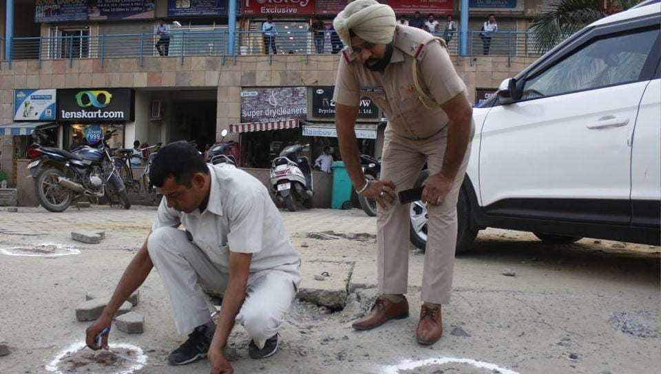 Gurgaon shooting,Gurugram shooting,Judge's wife and son shot