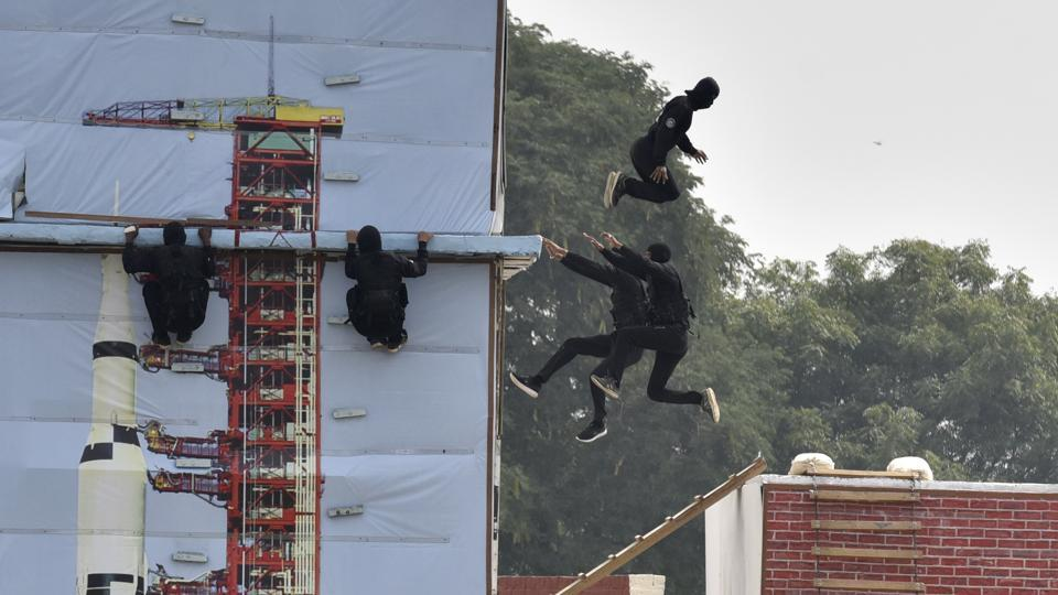 National Security Guard (NSG) perform a drill during the Raising Day event. The NSG has two complementary elements in the form of Special Action Group (SAG) comprising Army personnel and the Special Ranger Groups (SRG) with personnel drawn from the Central Armed Police and state Police forces. (Sanjeev Verma / HT Photo)