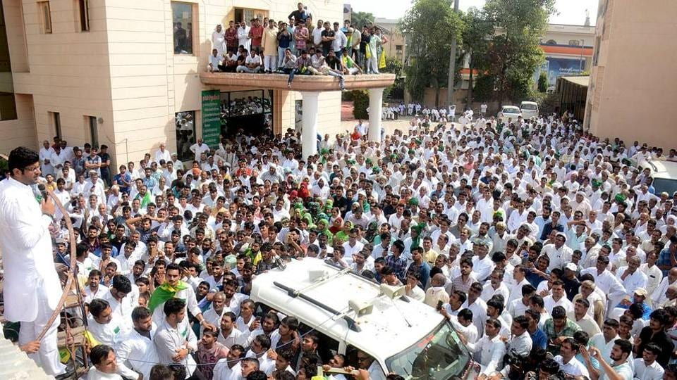 Hisar MP Dushyant Chautala addressing his supporters at Chaudhary Devi Lal Sadan in Bhiwani on October 16. (Manoj Dhaka/HT)