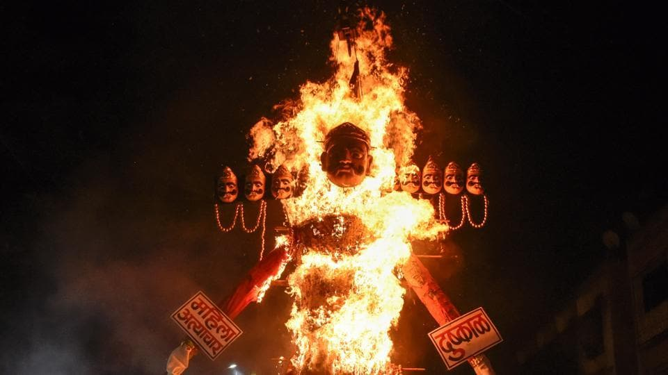An effigy of Ravana goes up in flames at Pune Lokmanya festival as the city celebrates Dussehra on Thursday. The festival, signifying victory of good over evil, will be celebrated in the rest of India on Friday. (Sanket Wankhade/HT PHOTO)