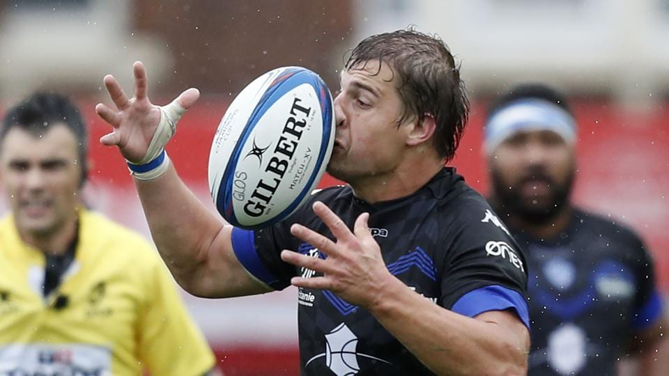 Castres' French centre Florian Vialelle takes a tricky pass during the European Rugby Champions Cup pool 2 rugby union match between Gloucester and Castres at Kingsholm Stadium in Gloucester, western England. (Adrian Dennis / AFP)