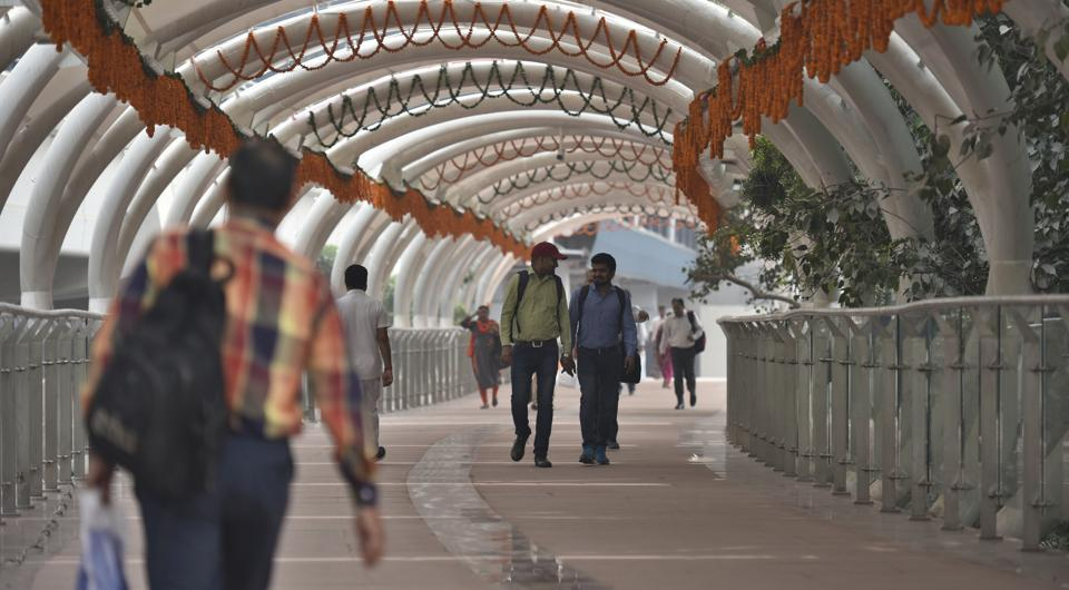 few takers for newly opened ito skywalk in delhi delhi news