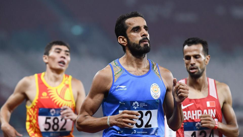India's Manjit Singh (C) competes in a heat of the men's 1500m athletics event during the 2018 Asian Games in Jakarta on August 29, 2018.