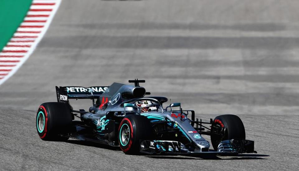 Lewis Hamilton driving the (44) Mercedes AMG Petronas F1 Team Mercedes WO9 on track during the United States Formula One Grand Prix.