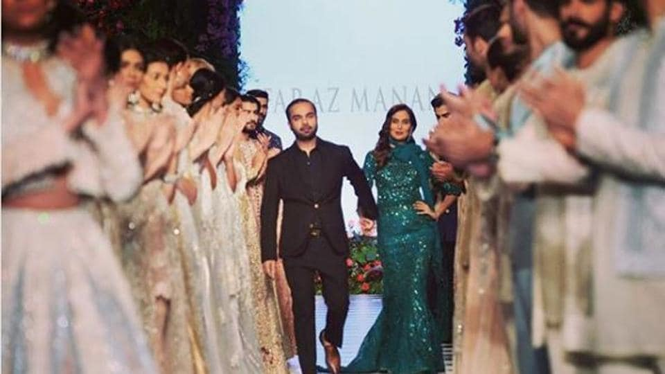 Manan's strength lies in the detailing of thread work, delicate embellishments, applique and cut-work techniques with layering, cut, colour and fusion tailoring.