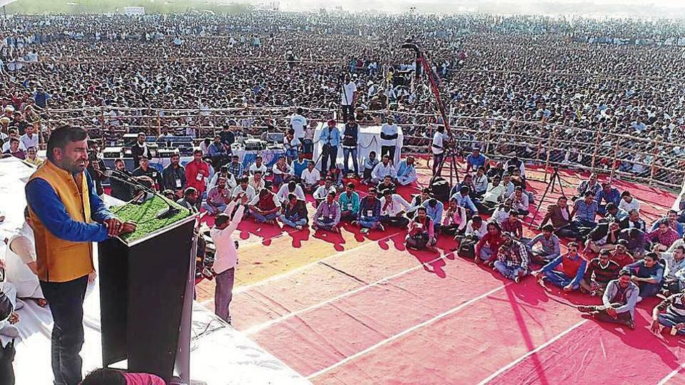 Jat leader Hanuman Beniwal addresses a rally in Barmer.