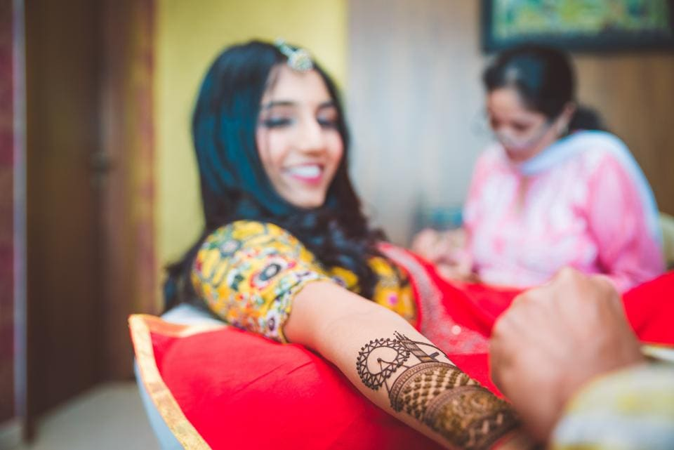 A Mumbai-based blogger got LondonEye designed in her mehendi as she wanted to showcase her love story