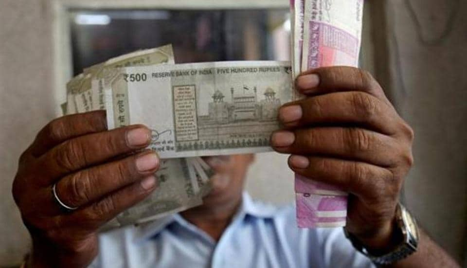Rupee touches three-week high due to sharp fall in global crude oil
