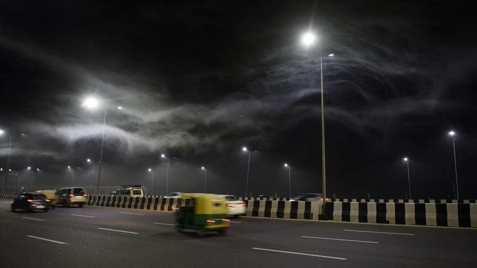 Delhi-Meerut Expressway (NH24) seen engulfed with plumes of smoke near Commonwealth games village, due to burning of dry leaves and grass near the river Yamuna in New Delhi on October 15, 2018. The reasons for the upswing in pollution are believed to be unfavorable weather conditions, including a dip in temperature, low wind speed, and a cloudy sky that combined to trap toxic pollutants in the air. (Mohd Zakir / HT Photo)