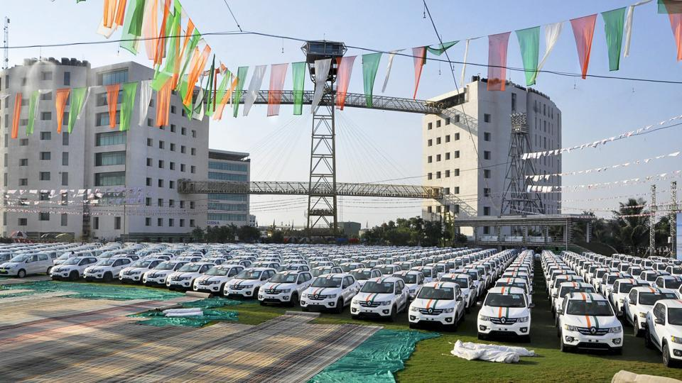 600 cars, gifted by diamond merchant Savji Dholakia to his employees as part of his company'sDiwali celebrations, in Surat. The surat based diamond merchant continued a tradition of gifting employees cars for the fourth year in a row. Dholakia has gifted employees cars, flats and fixed deposits on earlier occasions. (PTI)