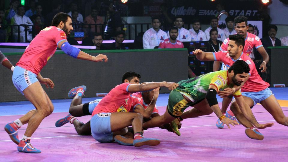 Patna Pirates captain Pardeep Narwal in action against Jaipur Pink Panthers in Pro Kabaddi League 2018.