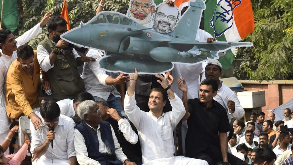 Congress president Rahul Gandhi led opposition protest again the Centre over midnight powershift in CBI