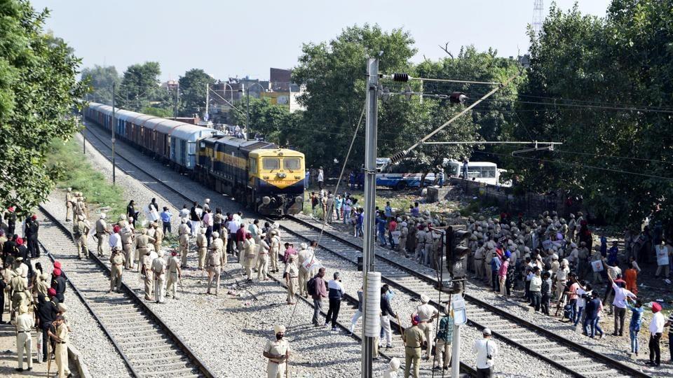Navjot Singh Sidhu,Amritsar train accident,Jobs for Amrtisar train tradegy victims