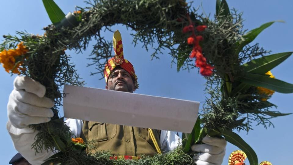 Security personnel pay homage to a fallen colleague during a wreath laying ceremony in Srinagar, Jammu and Kashmir. (Tauseef Mustafa / AFP)
