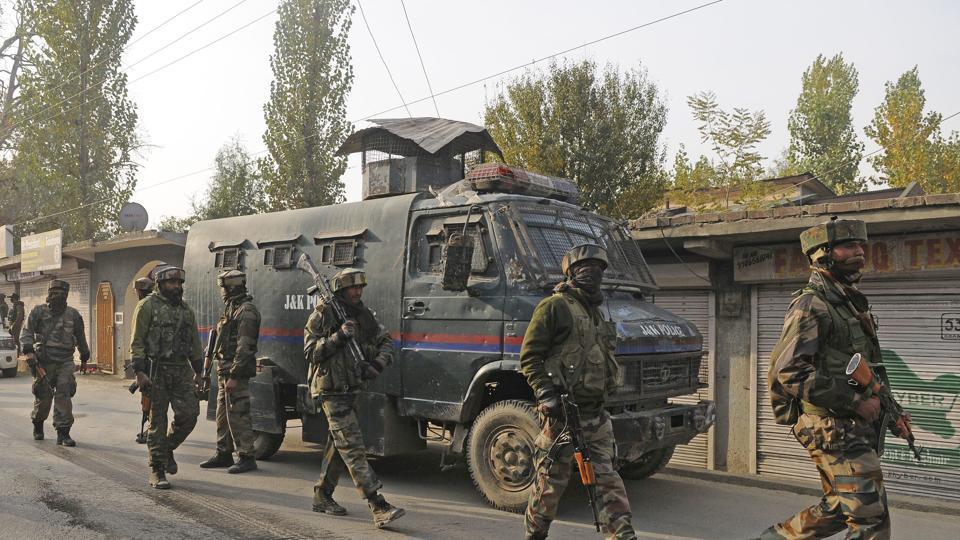 On Friday, a defence official said that an army soldier and two militants were killed in an encounter in Sopore, north Kashmir's Baramulla district. A cordon and search operation began in the morning after forces were informed of militant presence in Malganipora area of the town. (Waseem Andrabi / HT Photo)