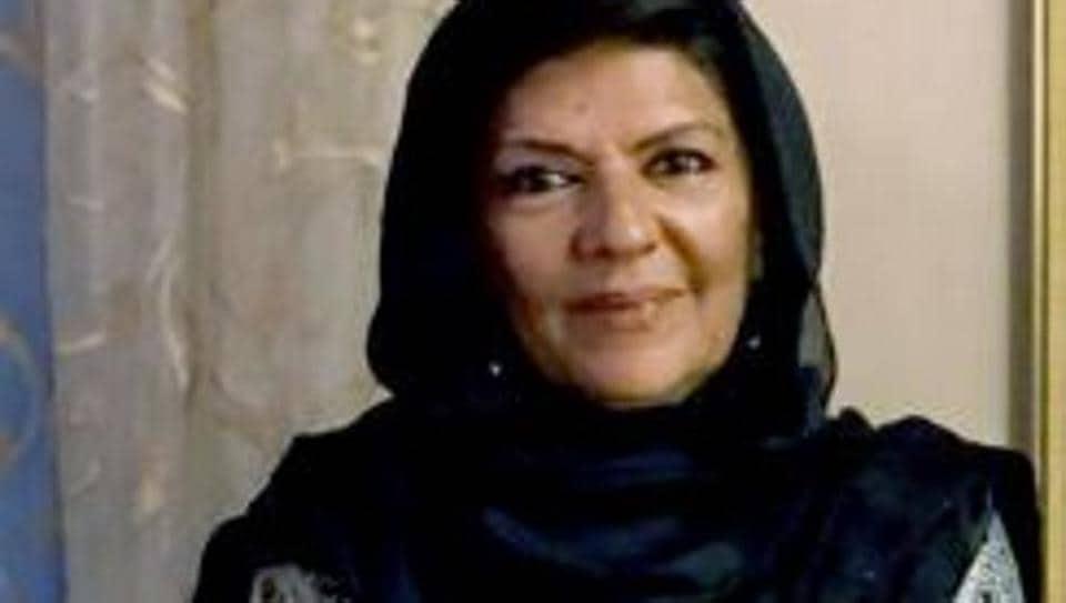 Imran Khan's sister Aleema Khanum is among 44 prominent Pakistanis owning benami properties in UAE, says report.