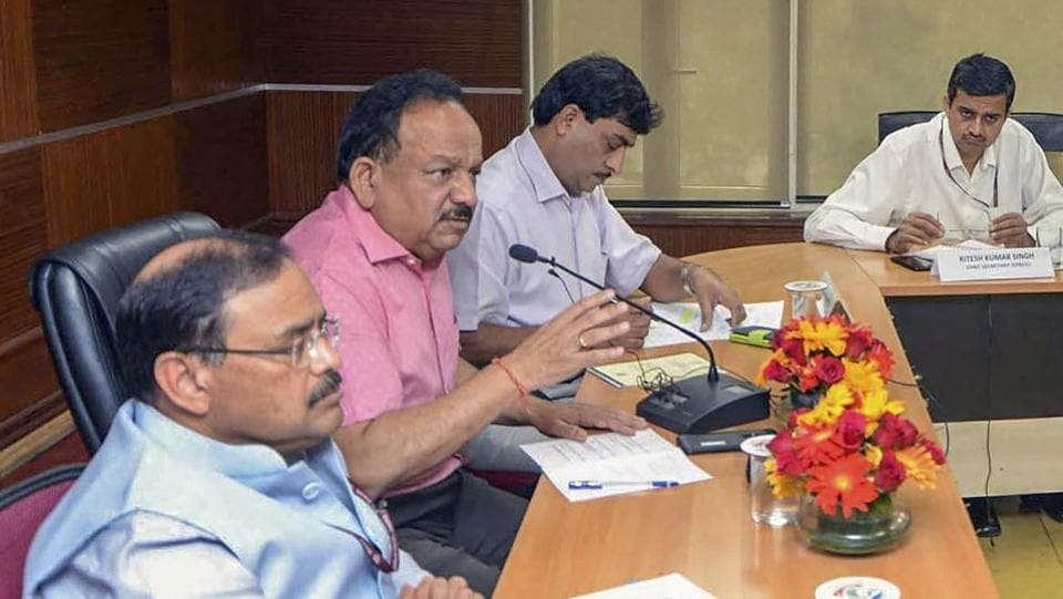 Union Minister for Science & Technology, Earth Sciences and Environment, Forest & Climate Change Harsh Vardhan in a meeting with the members of all the field teams deputed by Central Pollution Control Board (CPCB), in New Delhi, October 27, 2018.