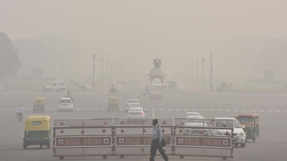 A view of atmosphere shrouded in smog resulting in air pollution and low visibility at Raisina Hill in New Delhi.