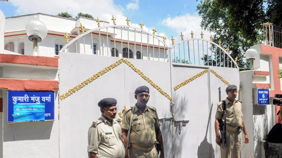 Patna: Police personnel outside former Bihar social welfare minister Manju Verma's residence during Central Bureau of Investigation (CBI) raid in connection with Muzaffarpur shelter home rape case, in Patna in August  (File Photo)