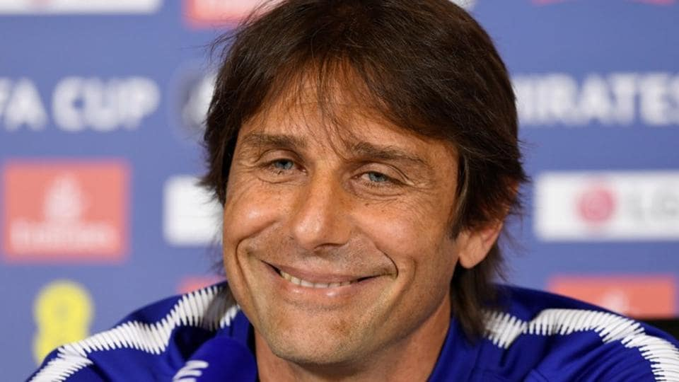 Antonio Conte's last job was the manager of Chelsea football club.