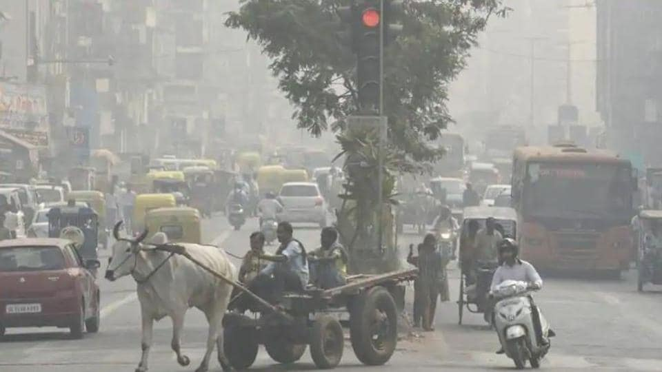 A view of heavy smog at Kashmiri Gate in New Delhi, on Monday, October 29, 2018.