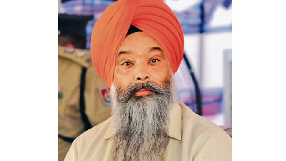 Coronavirus Punjab: Shiromani Akali Dal leader Prem Singh Chandumajra asked Congress govt hand over Covid centers to Army's Western Command.