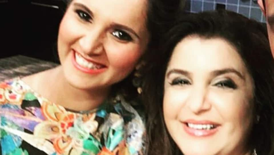 Sania Mirza and Farah Khan pose for a selfie.