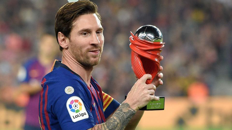 TOPSHOT - Barcelona's Argentinian forward Lionel Messi receives the Liga Best Player of the month award before the Spanish league football match FC Barcelona against Sevilla FC.