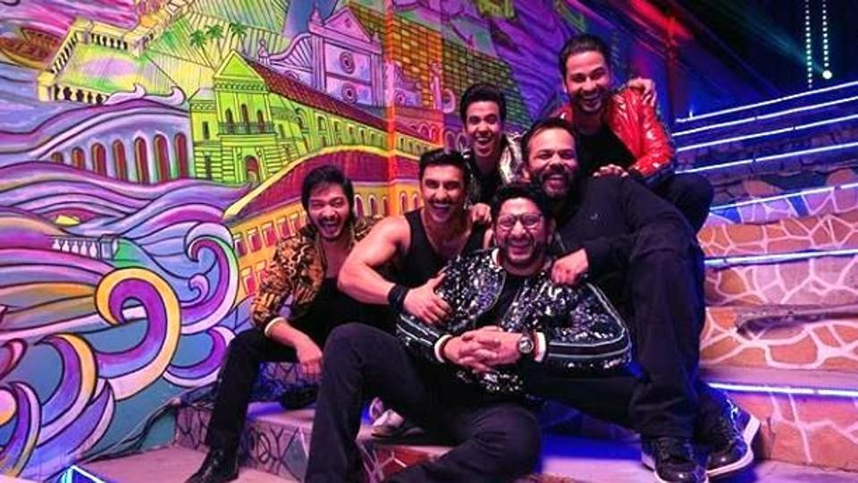 Ranveer Singh shared this pictures with Rohit Shetty, Arshad Warsi, Tusshar Kapoor, Shreyas Talpade and Kunal Kemmu.