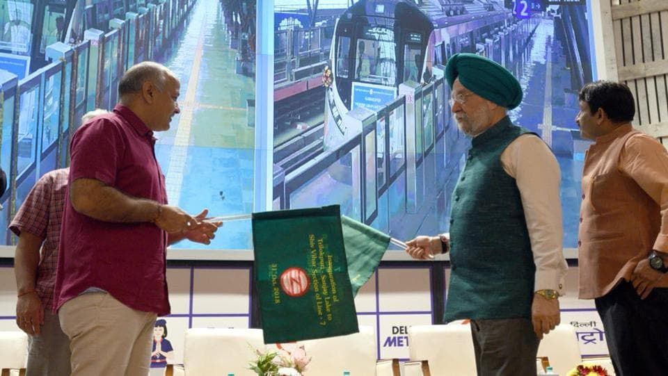 Union Housing and Urban Affairs minister Hardeep Singh Puri (C), Deputy Chief Minister of Delhi Manish Sisodia (L) in the presence of Delhi BJP chief Manoj Tiwari (R) flag off a section of the pink metro line from Trilokpuri Sanjay Lake to Shiv Vihar, at Metro Bhawan in New Delhi. (Sonu Mehta / HT Photo)