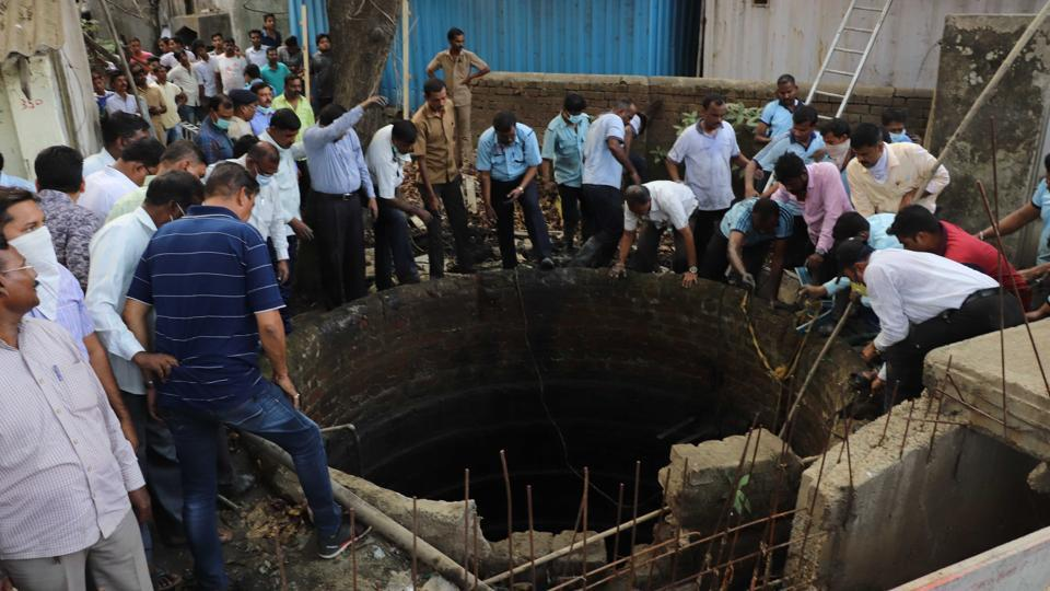 Two of the five victims were fire officials who jumped in to the well to rescue the other three who died in Kalyan.