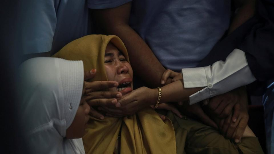 Relatives of passengers of Lion Air, flight JT610, that crashed into the sea cry at Depati Amir Airport in Pangkal Pinang, Belitung island, Indonesia. (Hadi Sutrisno / Antara Foto via REUTERS)