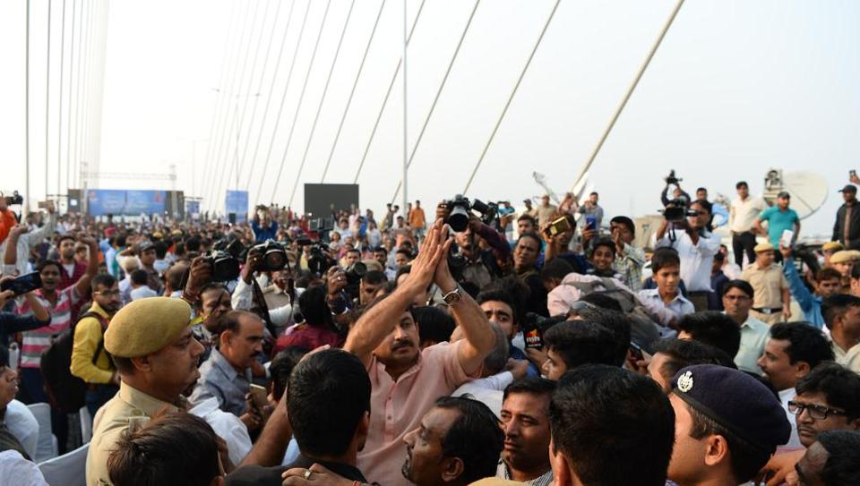 Delhi BJPchief Manoj Tiwari (C) gestures during a protest for allegedly not inviting him to the inauguration of the Signature Bridge.
