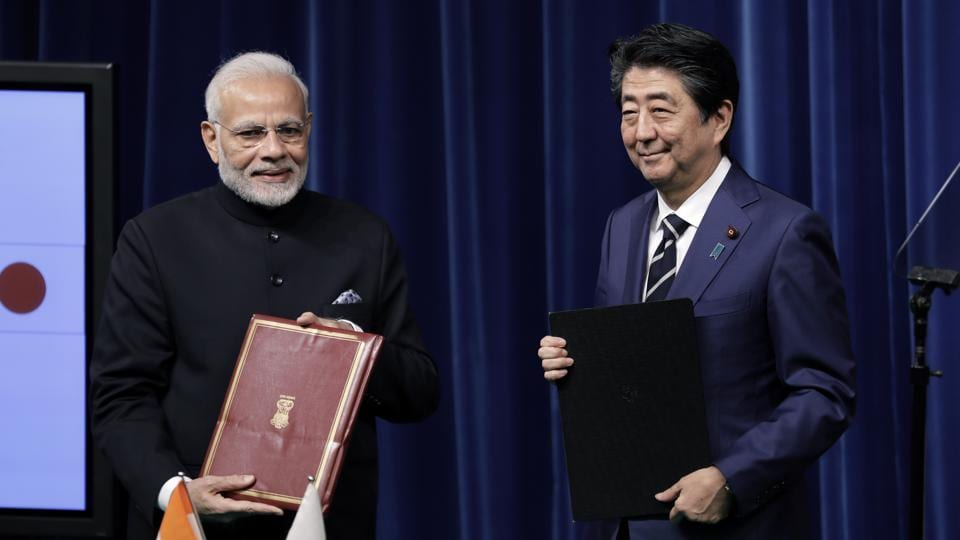 Narendra Modi, India's prime minister, left, and Shinzo Abe, Japan's prime minister, during a joint news conference at Abe's official residence in Tokyo, October 29