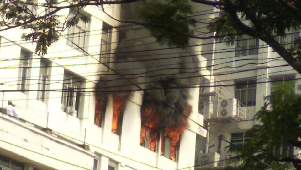 A fire broke out at an eight-storey commercial building at the crowded Park Street area in Kolkata at around 11 am today. Ten fire engines were rushed in to douse the blaze at Apeejay House. No casualties were reported and all people in the building were evacuated. (HT Photo)