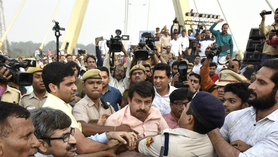 Manoj Tiwari  allegedly got into a scuffle with AAP members and police at the inaugural event of the newly-built Signature Bridge in New Delhi.