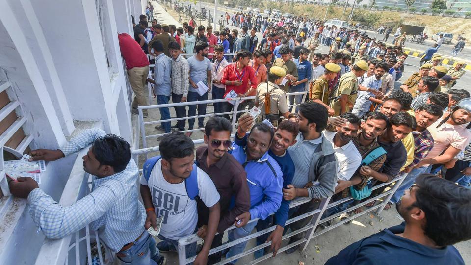 Sunil Gavaskar,Sanjay Manjrekar,Ekana Stadium