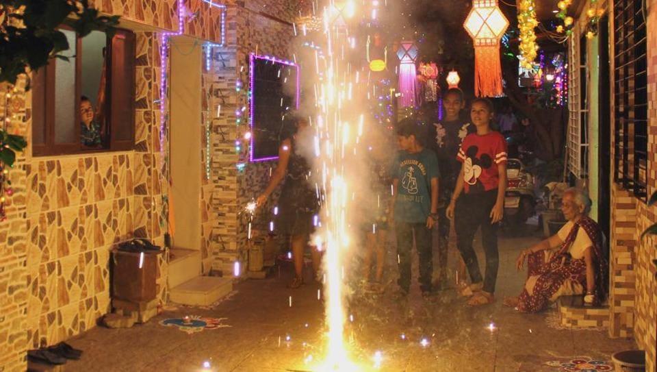 Mumbai, India – 06 Nov 2018: children burn the cracker on the occasion of Diwali celebration, at Kalachowki, in Mumbai, India, on Tuesday, Nov 06, 2018. (Photo by Bhushan Koyande/HT)