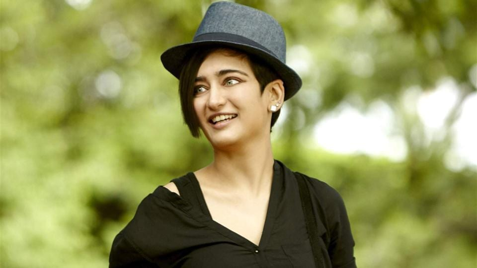 akshara-haasan-private-pictures-leaked-on-social-media/