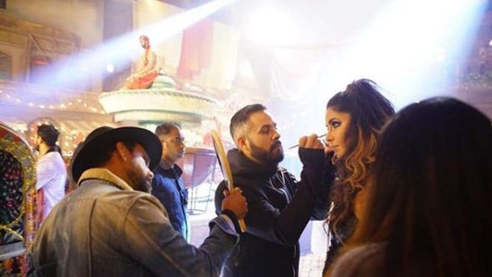 Katrina Kaif shares photos from Zero sets, shows how it takes an army to get her ready for shoot thumbnail