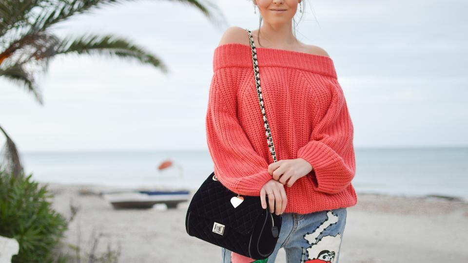 As off shoulder is back in trend now, give your oversized pullover a chic makeover (Photo by Tamara Bellis on Unsplash)