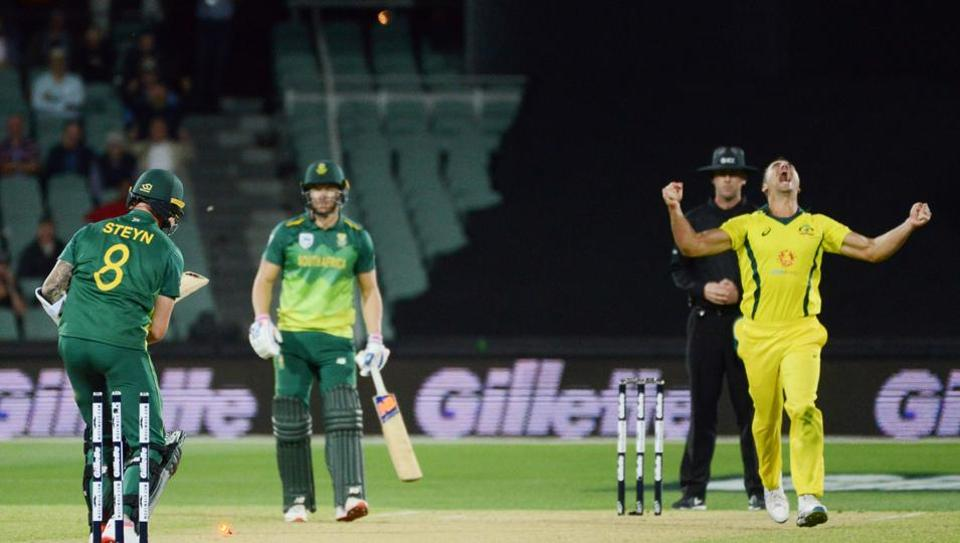 South African batsman Dale Steyn (L) is bowled by Australia's Marcus Stoinis (R) during the second one day international cricket match between Australia and South Africa at the Adelaide Oval.