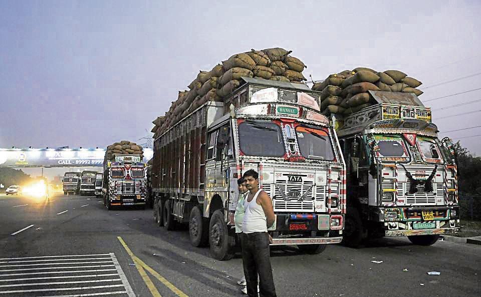 Net Direct Trucks >> Truck Ban Long Queues Of Parked Trucks Affect Traffic Movement In