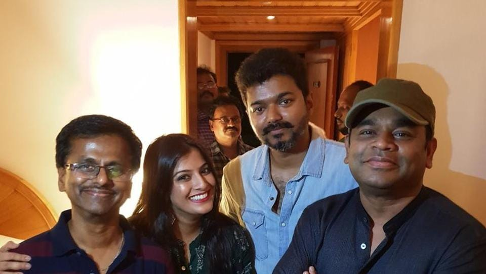 Vijay's Sarkar collects Rs 200 crore in first week, cast celebrates with miniature mixer grinder on cake. See pics thumbnail