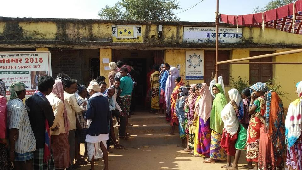 Voters wait in queues to cast their votes during the first phase of Assembly elections in Chhattisgarh at a polling station in Narayanpur. Chhattisgarh recorded 33.86% turnout till 1.30 pm for 18 seats spread over eight districts on Monday, in the first phase of the assembly election, as an encounter broke out between suspected Maoists and police in Bijapur's Pamed area. (HT Photo)