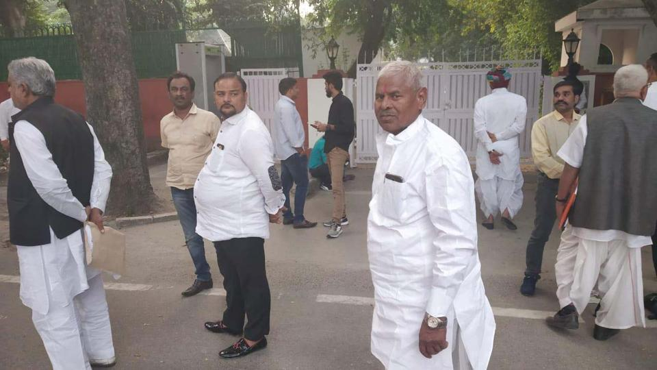 Ticket aspirants for Rajasthan assembly election line up outside Congress' Delhi office as the party senior leadership decides on candidates, November 9, 2018.