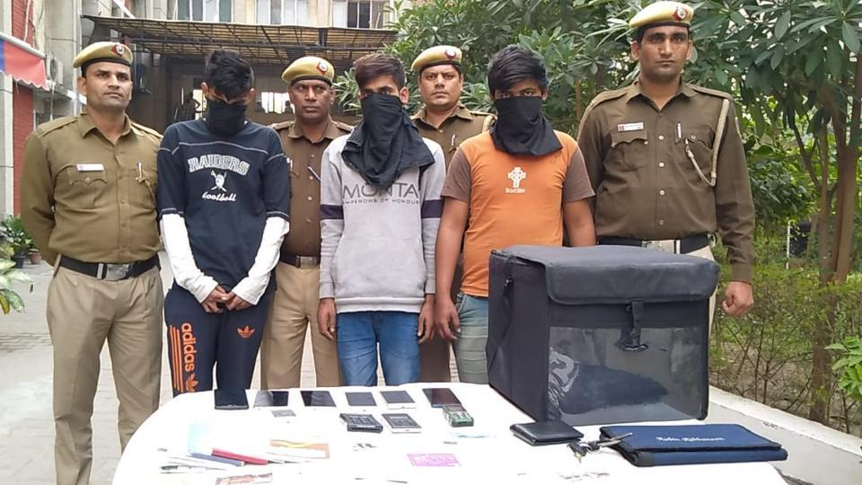 'Pizza hungry' gang of robbers busted in Delhi, used to rob deliverymen at knifepoint thumbnail