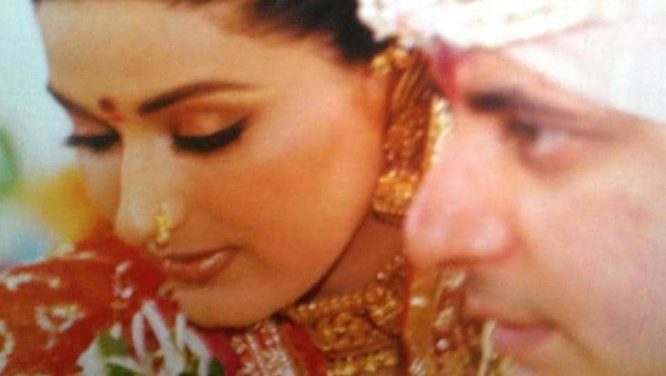 Sonali Bendre pens emotional note for husband on wedding anniversary, says they're fighting cancer collectively thumbnail