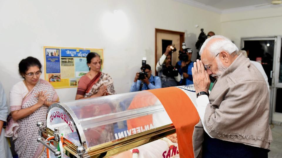 Prime Minister Narendra Modi pays his last respects to Union Parliamentary Affairs Minister Ananth Kumar in Bengaluru on November 12.